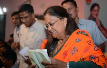 vasundhara-raje-jan-samvad-in-alwar-13nov2017-CMP_4827