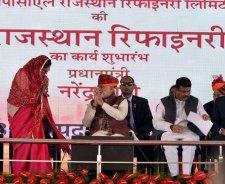 vasundhara-raje-narendra-modi-barmer-refinery-inauguration-CMP_7626