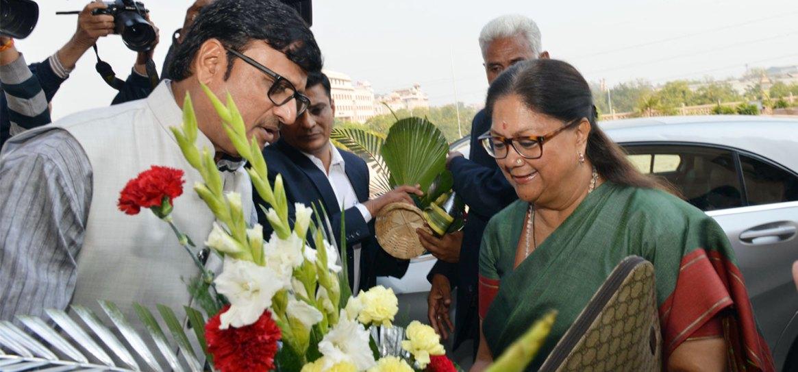 vasundhara-raje-budget-vidhan-sabha-jaipur-hp-slide-CMP_0620
