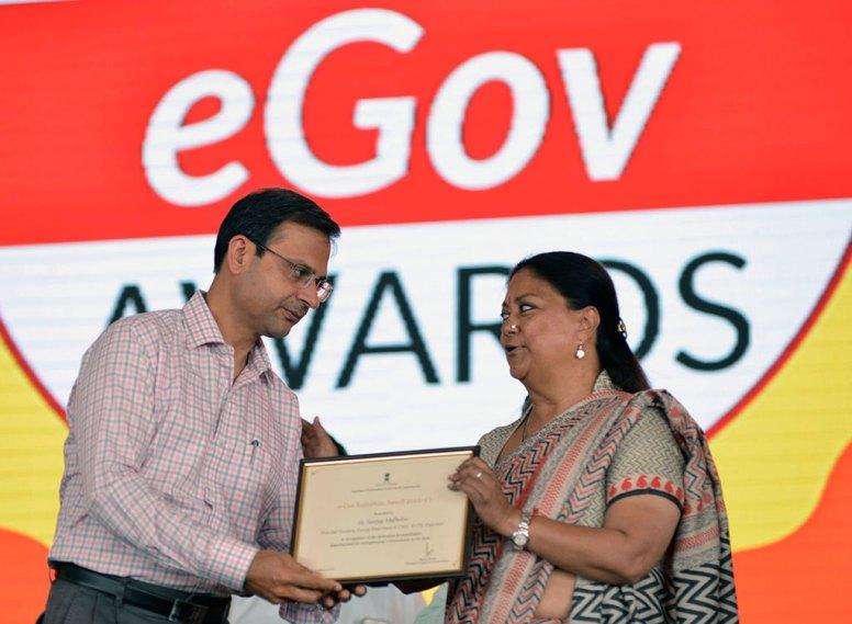 rajasthan-it-day-awards-chief-minister-vasundhara-raje-CMP_6330