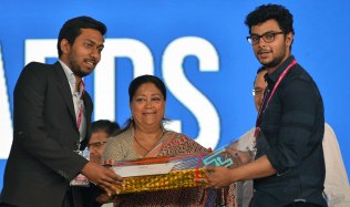 rajasthan-it-day-awards-chief-minister-vasundhara-raje-CMP_6458