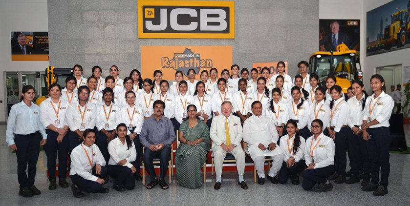 vasundhara-raje-mahindra-sez-jcb-CMP_9995
