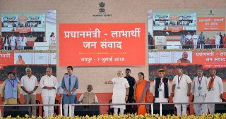 narendra-modi-and-vasundhara-raje-jaipur-beneficiaries-meeting-CMP_7631