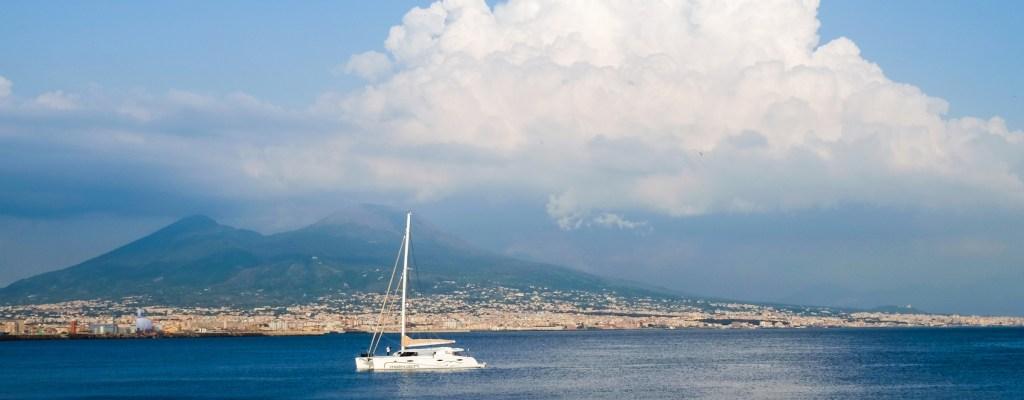 Неапол: Италия, усеща се като вкъщи