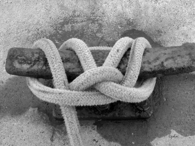 Love could be a knot for ever. It is also a solid link to keep the boat in security
