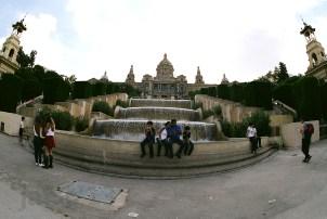 En el Monjuic, Fuente and tourists