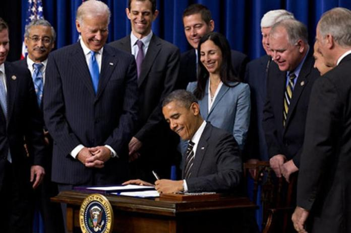 President Barak Obama signs executive order