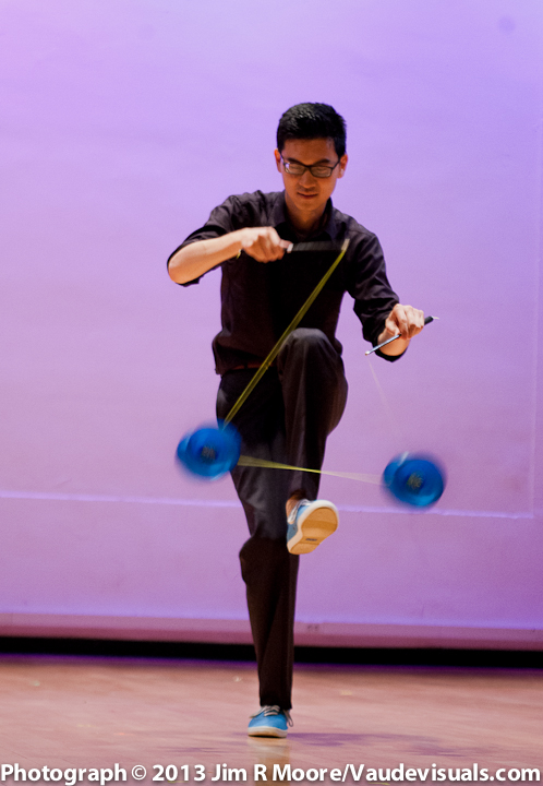 Robin Hu performs at JUGGLE THIS