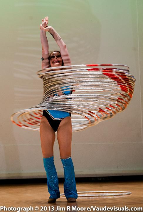 Irene Burdetsky performing at JUGGLE THIS.