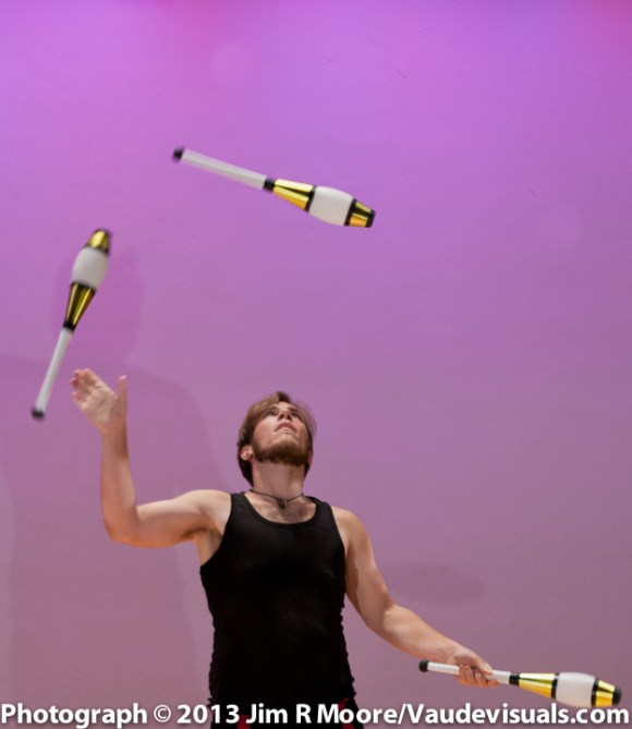 Kyle Johnson performing at JUGGLE THIS.