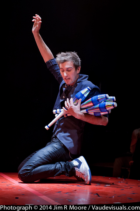 Marcus Monroe juggling at La Soiree