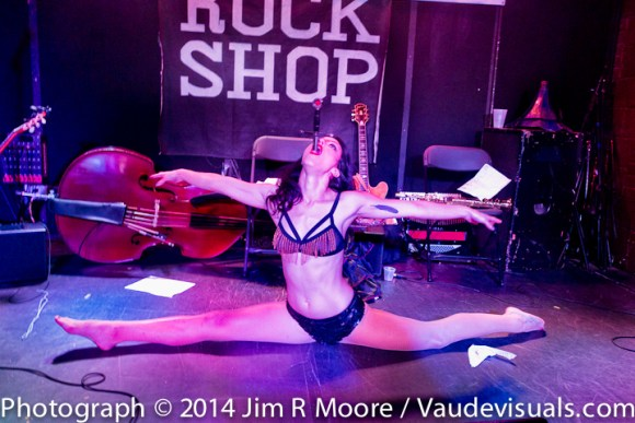 Marlena Dee swallows a sword while doing a split!