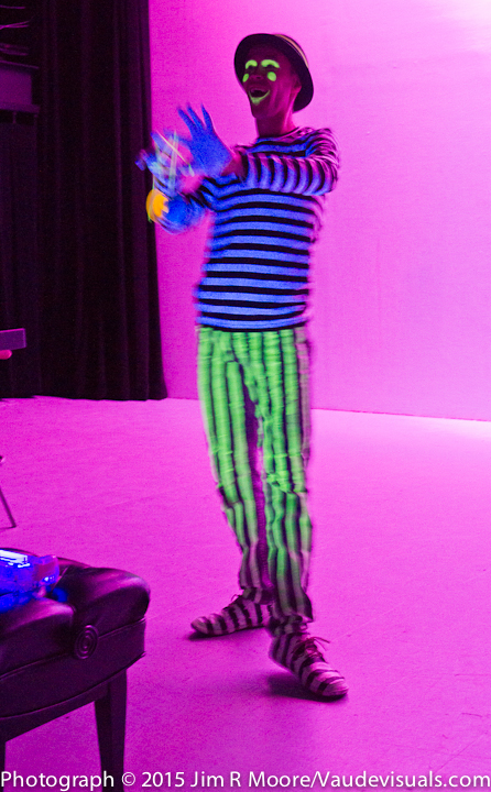 Yoyo genius Justin Weber performed with black light.