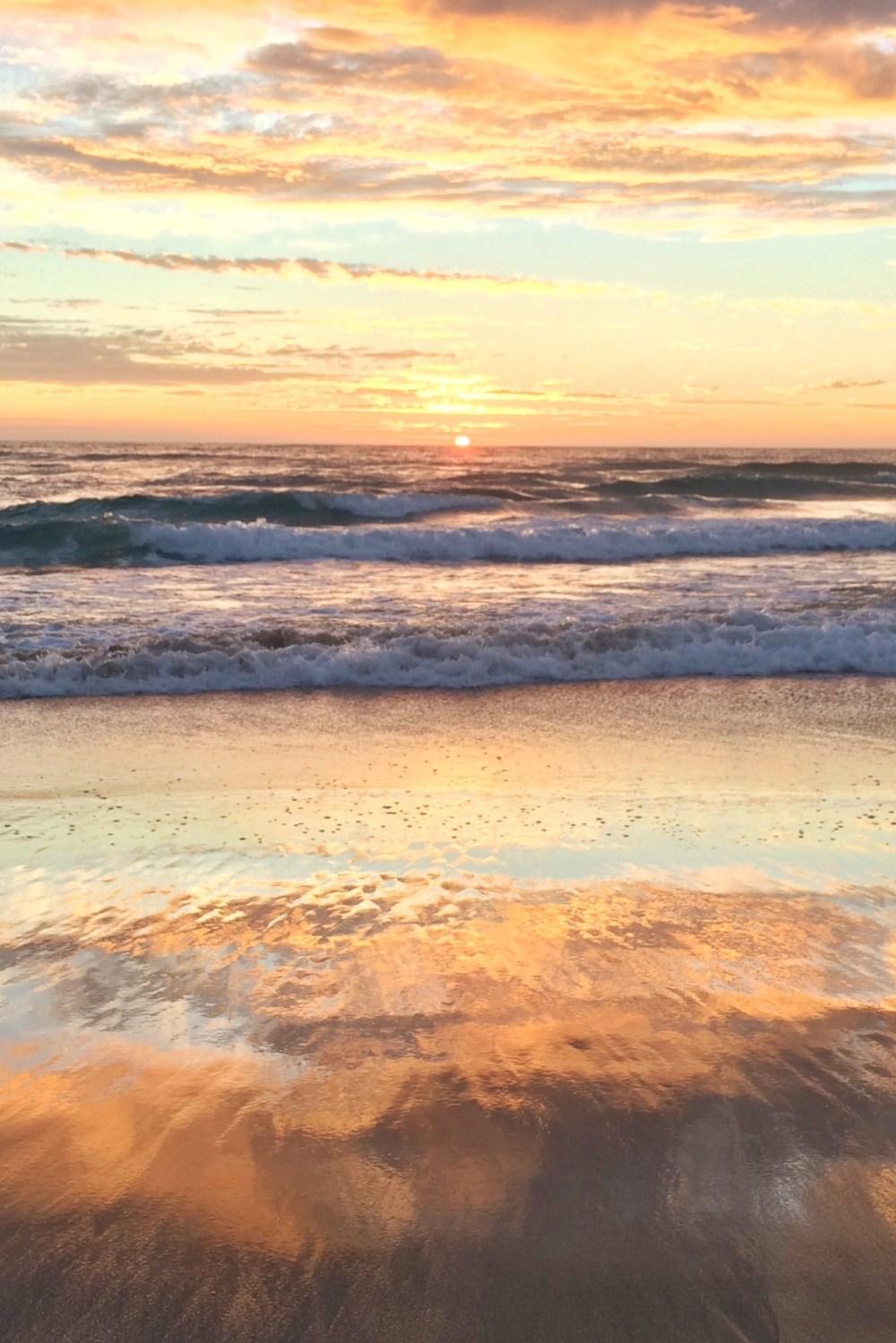 Beach Sunrise Burleigh Heads, Australia Vaycarious.com