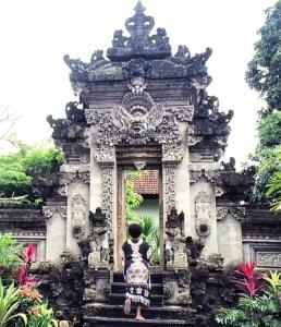 Steps in Ubud, Bali http://vaycarious.com/2017/01/21/goals