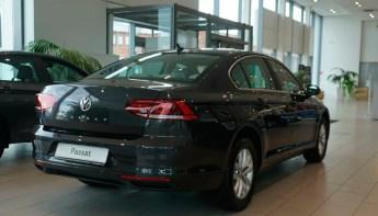 Volkswagen Passat сзади