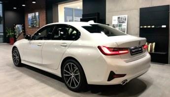 BMW 3 — вид сзади