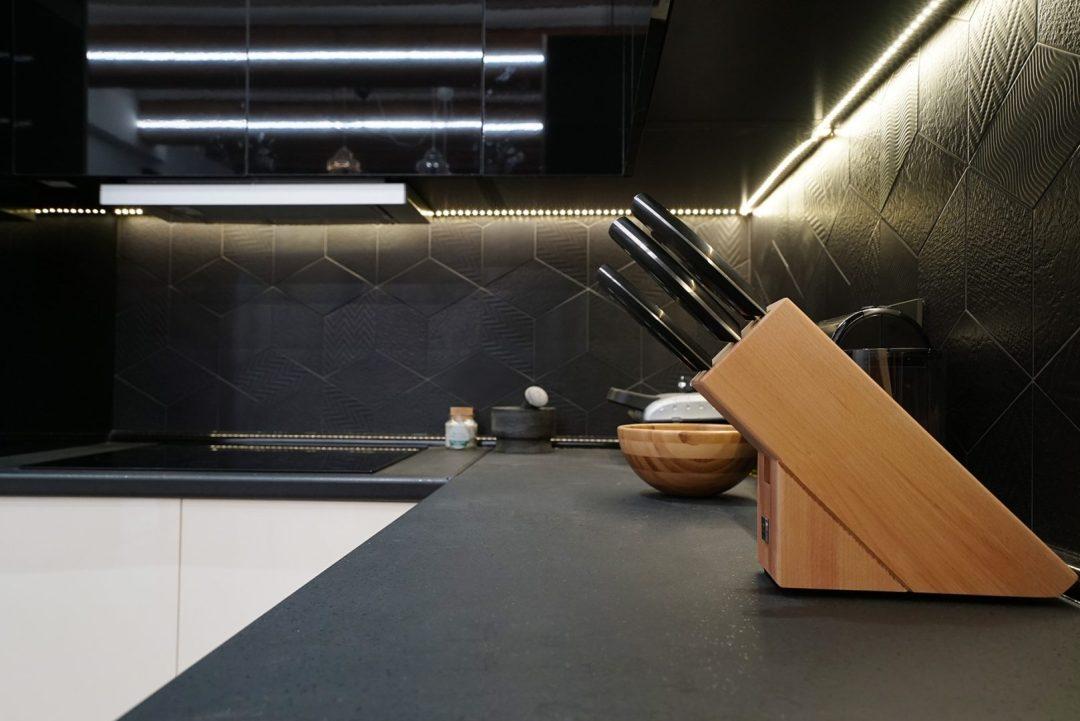 reforma cocina en negro