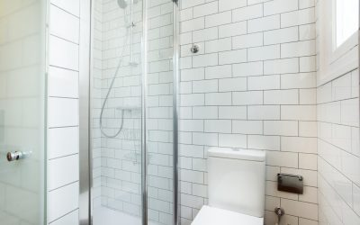 10 ideas for renovating and decorating small bathrooms