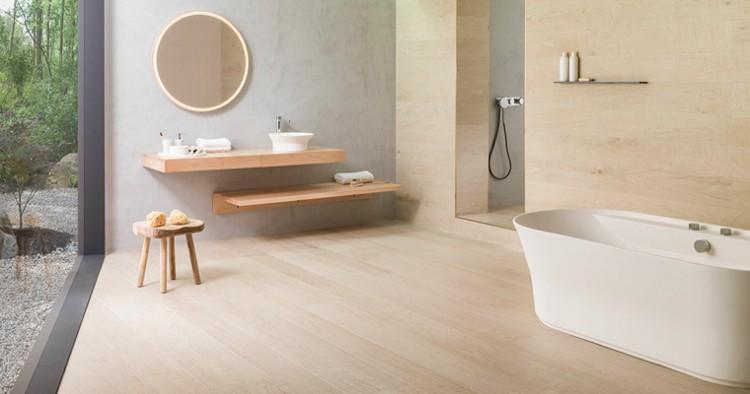 Bañera en un baño de diseño