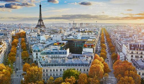Paris là một trong những điểm đến thu hút nhiều khach du lịch của Pháp. Ảnh: Telegraph.