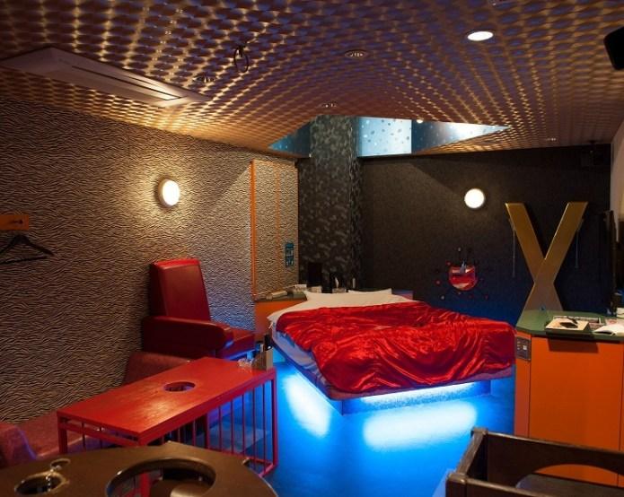 Khách sạn tình yêu Ai tại Tokyo. Ảnh: Albert Bonsfills/National Geographic.