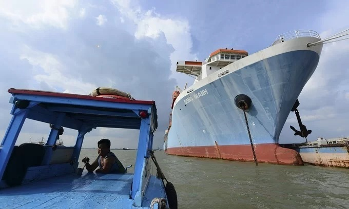 Shipping firm Vinalines plunges into loss