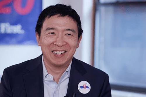 Andrew Yang tại văn phòng chiến dịch tranh cử của ông. Ảnh: CNBC