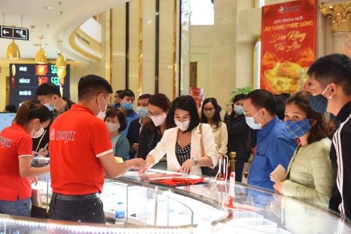 Hơn 3.2000 lượt người tham quan, mua sắm tại DOJI Tower trong 2 ngày mùng 9, 10 tháng Giêng âm lịch.