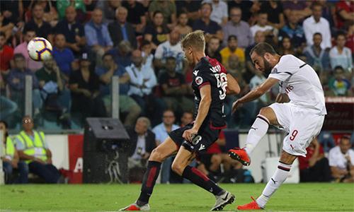 Higuain giải cứu Milan
