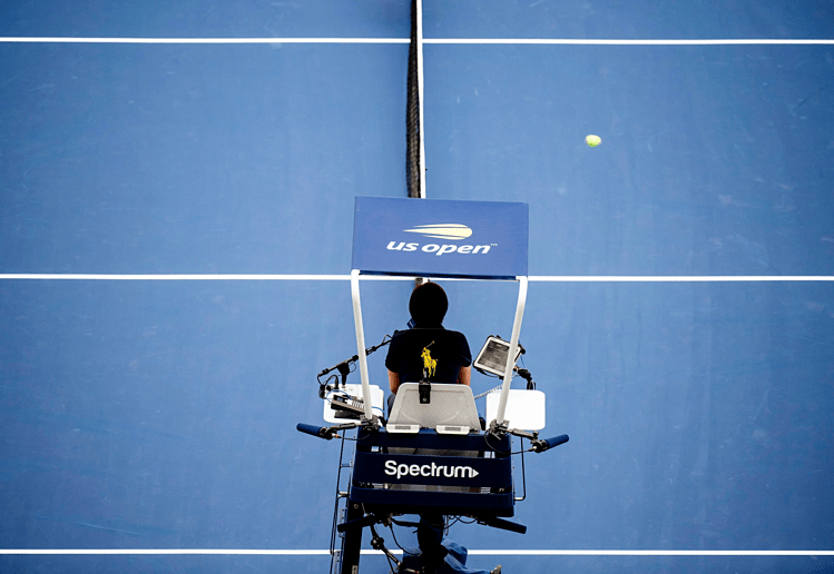 Một trận đấu ở Mỹ Mở rộng 2019 phải tạm dừng khi có tay vợt đi vệ sinh. Ảnh: NYT.