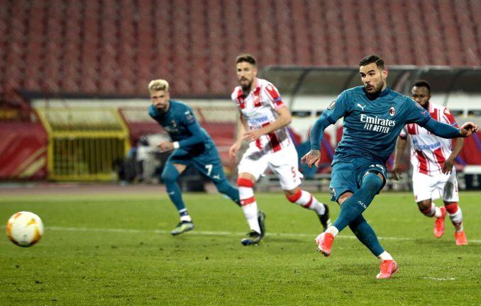 Theo Hernandez đá phạt đền nâng tỷ số lên 2-1 cho Milan ở phút 66. Ảnh: EPA