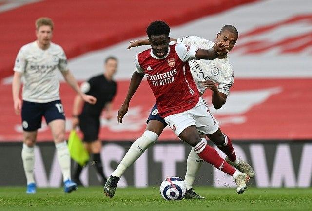 Saka, cầu thủ chơi nổi bật của Arsenal thời gian qua, bị đẩy sang cánh trái, không phải vị trí sở trường. Ảnh: Reuters.