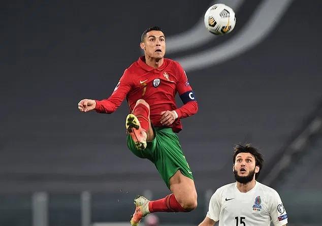 Hàng thủ Azerbaijan thi đấu hiệu quả trước các siêu sao Bồ Đào Nha.