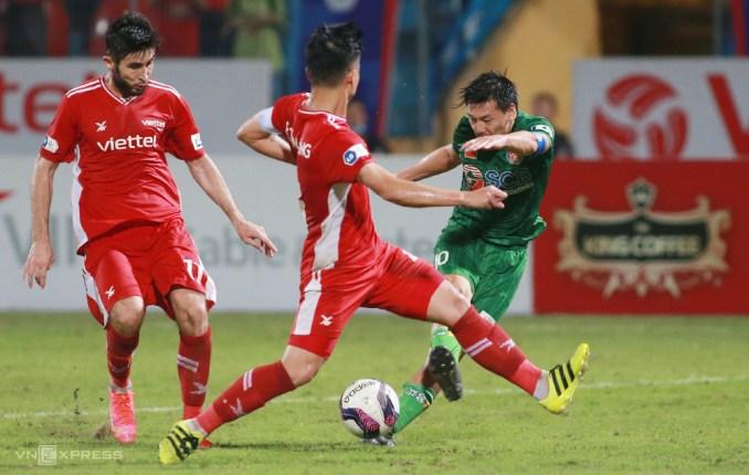 Đội trường Daisuke Matsui thi đấu mờ nhạt khi Sài Gòn FC bại trận tại Hàng Đẫy. Ảnh: Lâm Thoả