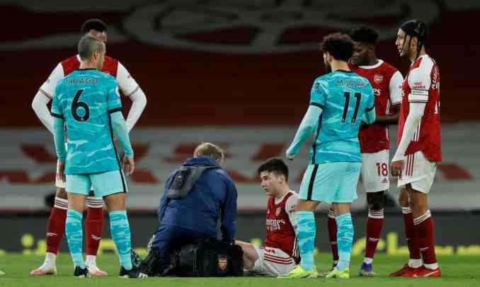 Chấn thương của Tierney bên phía Arsenal từ cuối hiệp một là bước ngoặt làm thay đổi cục diện trận đấu. Ảnh: The Guardian