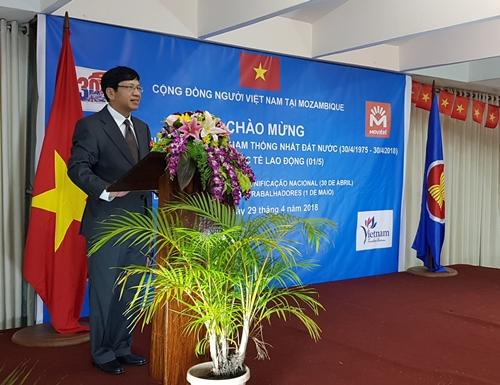Đại sứLê Huy Hoàng phát biểu khai mạc lễ kỷ niệm. Ảnh: ĐSQ.