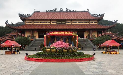 Mấy ngày gần đây, chùa khá vắng vẻ. Ảnh: Minh Cương