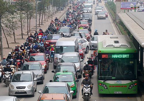 Tuyến đường Lê Văn Lương là một trong những trục giao thông dự kiến cấm xe máy. Ảnh: Bá Đô.