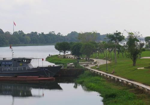 Công viên Dã Viên trường Bùi Thị Xuân, một vị trí được gợi ý đặt bức tượng. Ảnh: Võ Thạnh