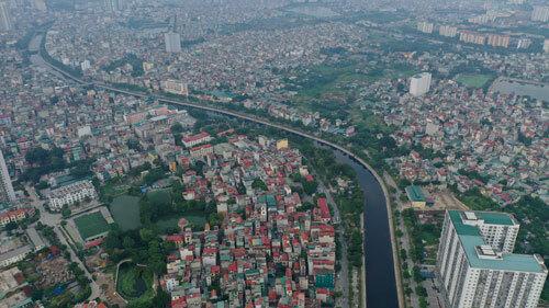 Hệ thống tiêu thoát, xử lý nước thải - phần âm của Hà Nội hiện chưa theo kịp phần dương - đô thị hóa mạnh mẽ. Ảnh: Ngọc Thành.