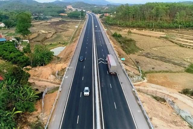 Phương tiện lưu thông miễn phí trên cao tốc Bắc Giang - Lạng Sơntrong dịp Tết nguyên đán. Ảnh: Anh Duy.