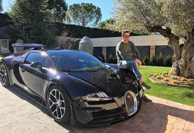 CR7 và Bugatti Veyron. Ảnh: Cristiano Ronaldo/Instagram