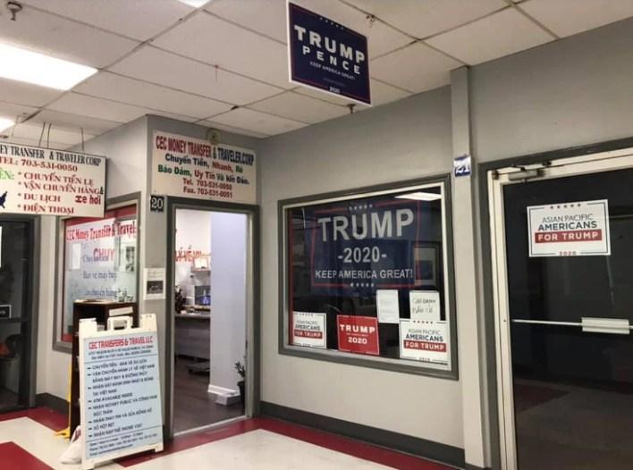 Các bảng hiệu tranh cử của Trump tại một trung tâm thương mại Việt Nam ở Falls Church, bang Virginia. Ảnh: Joe Nam Do/DC Mayor's Office of Asian and Pacific Islander Affairs.