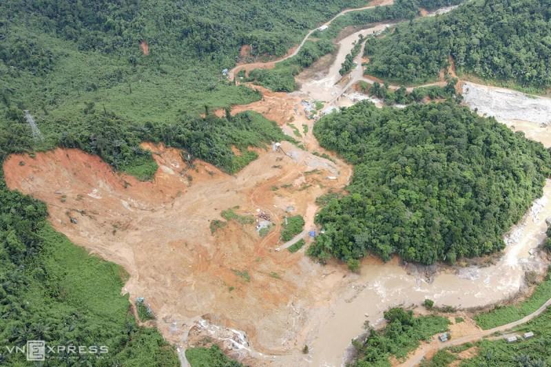 Thủy điện Rào Trăng 3 bị nửa quả núi san phẳng. Ảnh: Phú Mậu