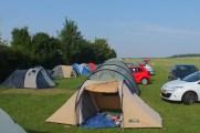 Het kamp, vrijwel op de startbaan
