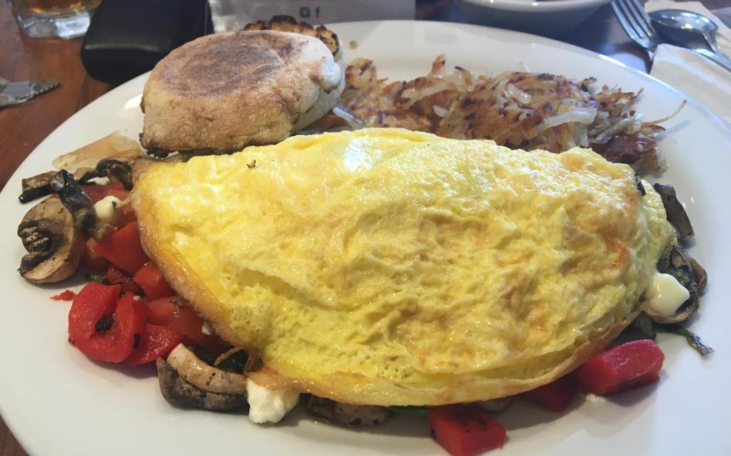 HOLLYWOOD BEACH CAFE | Filling big shoes