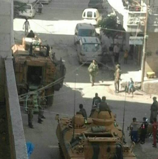 انتشار الدبابات والمدرعات التركية في شوارع مدينة عفرين