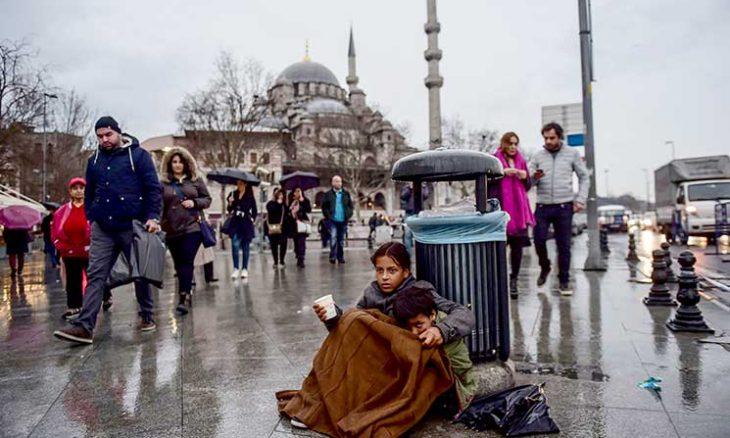 محنة اللاجئين السوريين في تركيا