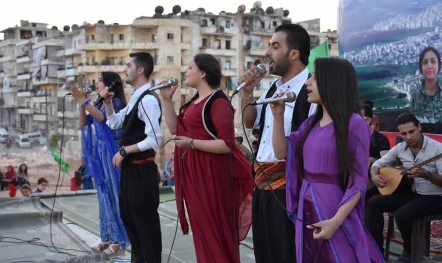 الاكراد في سوريا يحتفلون بالذكرى السابعة لانطلاق ثورتهم من مدينة كوباني
